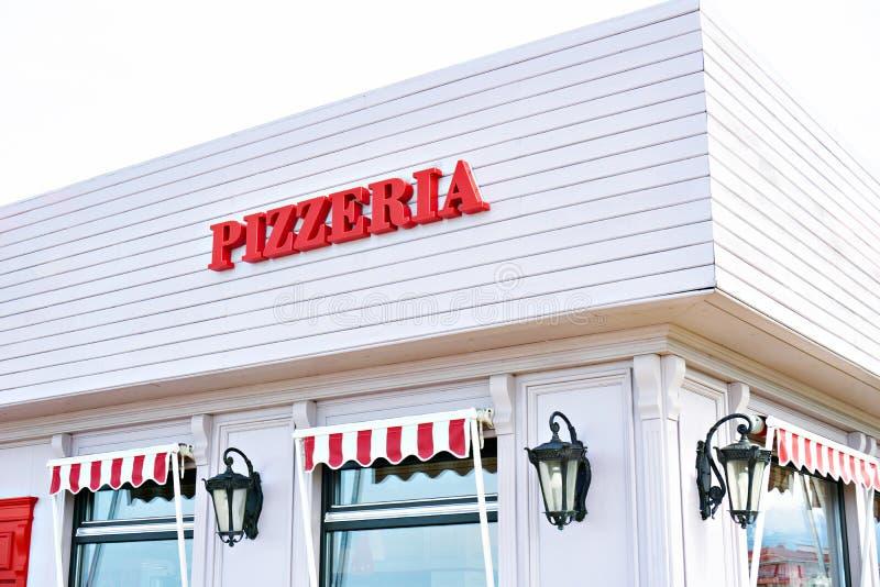 Szyldowy pizzeria na kawiarni zdjęcia stock