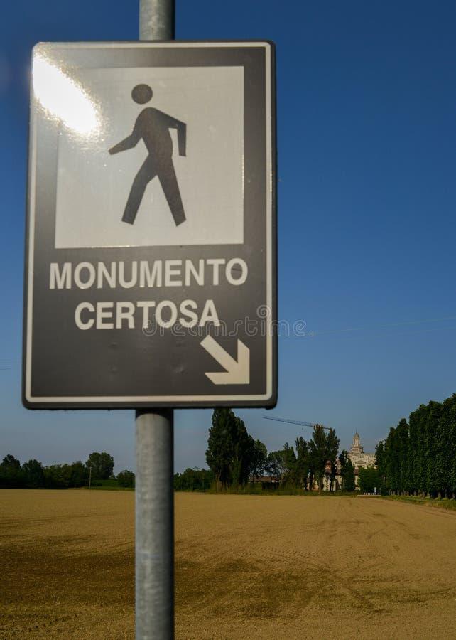 Szyldowy wskazywać w kierunku Certosa di Pavia monasteru, budującego Carthusians w 1396-1495 Renomowany dla wybujania swój archit zdjęcie stock