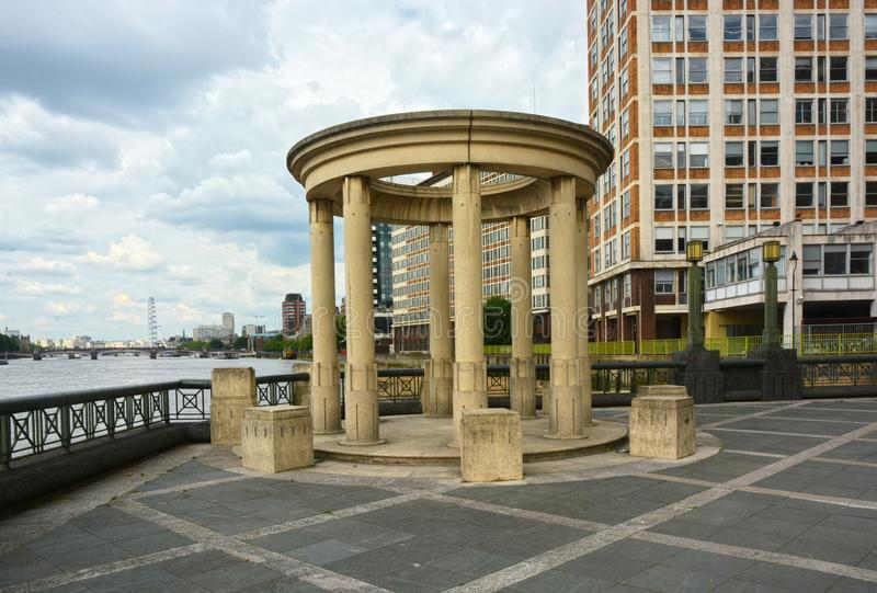 Támesis trayectoria, Albert Embankment, Vauxhall, Londres foto de archivo libre de regalías