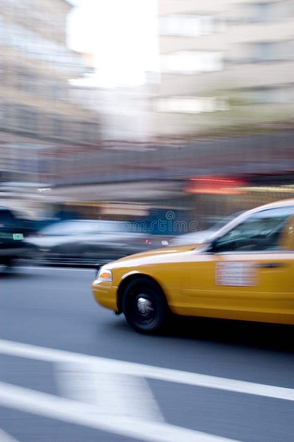 Download Táxi amarelo foto de stock. Imagem de carro, fare, downtown - 62936