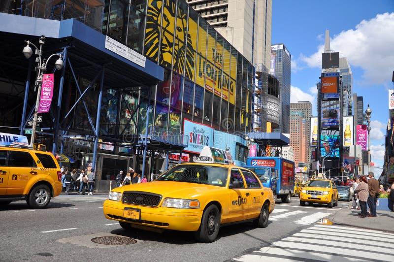 Táxi amarelo no Times Square, New York City imagens de stock royalty free