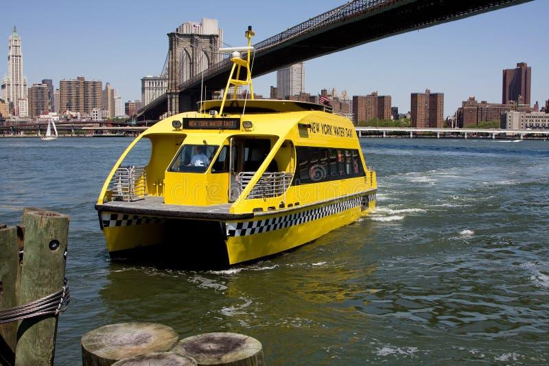 Táxi da água de NYC imagens de stock