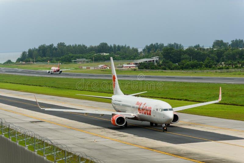 Táxi e partida do tráfico aéreo de Phuket na manhã foto de stock royalty free