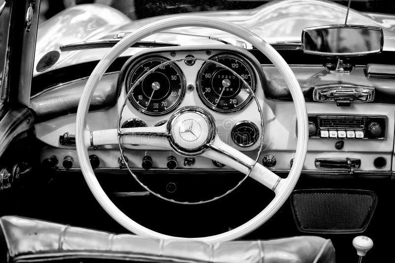 Táxi Mercedes-Benz 190 SL (preto e branco) fotografia de stock