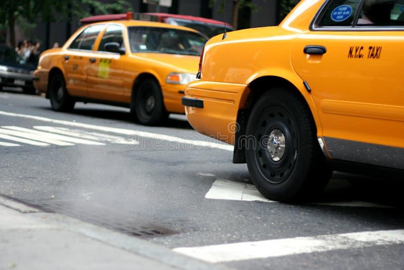 Táxi/táxi com vapor fora de m imagens de stock royalty free