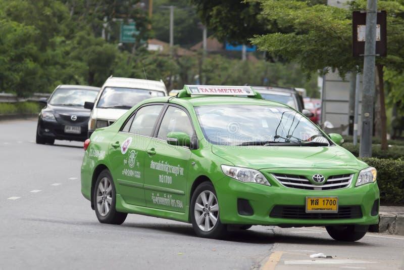 Táxi verde de Toyota Corolla Tailândia fotografia de stock