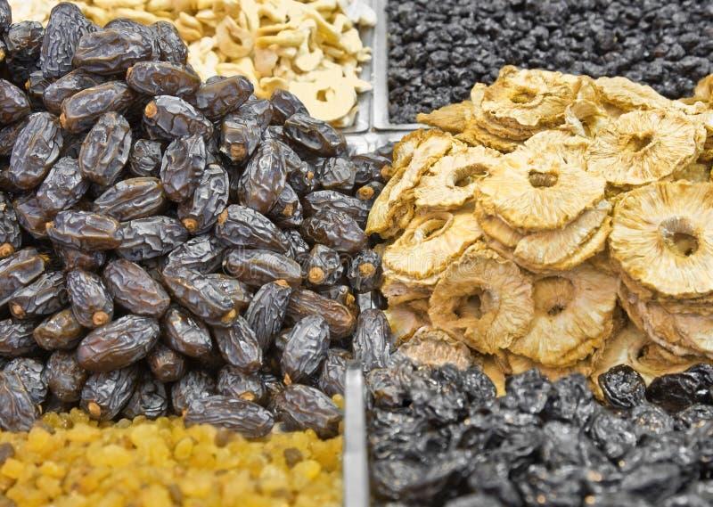 Tâmaras e partes secadas do abacaxi imagem de stock
