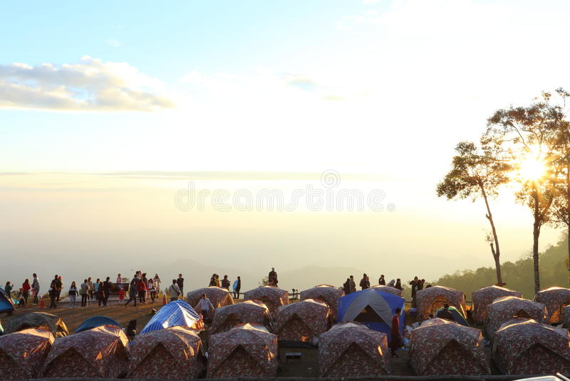 Tält- och bergsikter royaltyfri foto