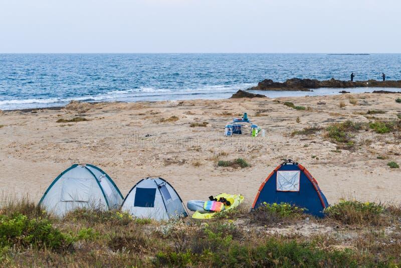 Tält på stranden royaltyfria bilder