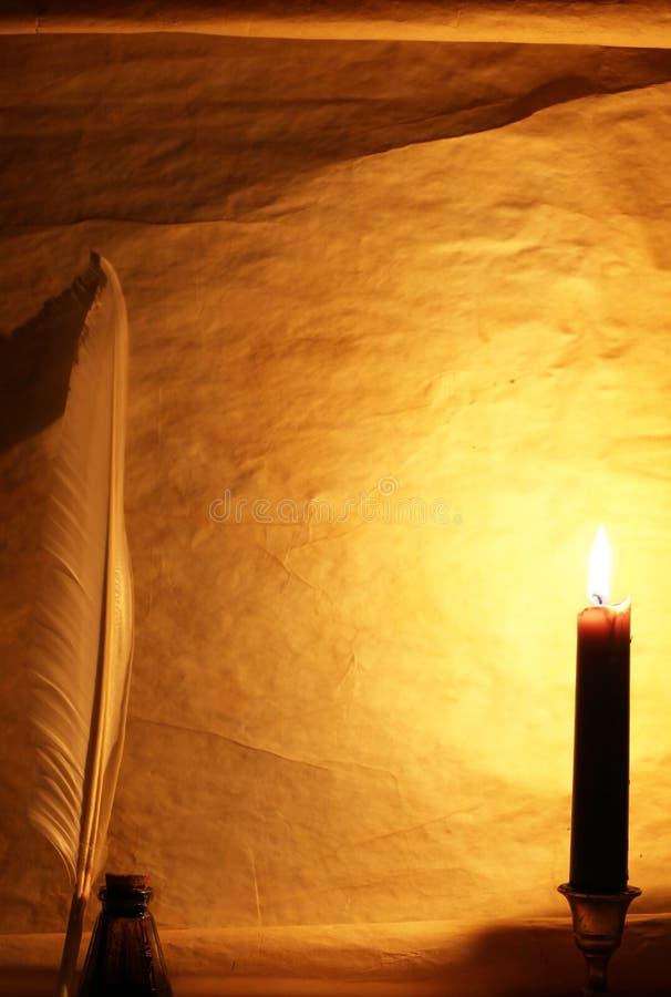 tänd paper quill för stearinljus färgpulver arkivfoto