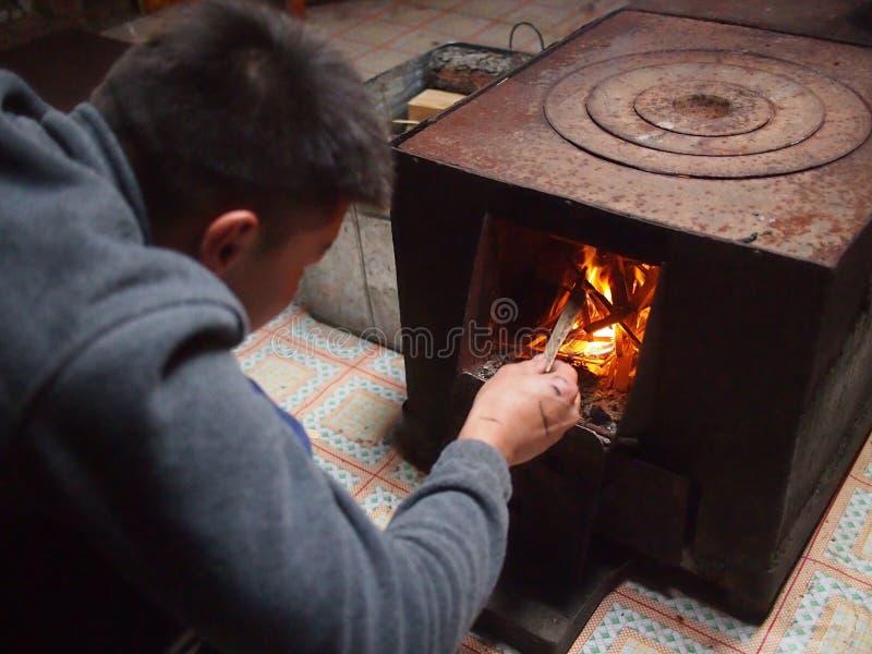Tända brandinsidan mongoliska Ger fotografering för bildbyråer