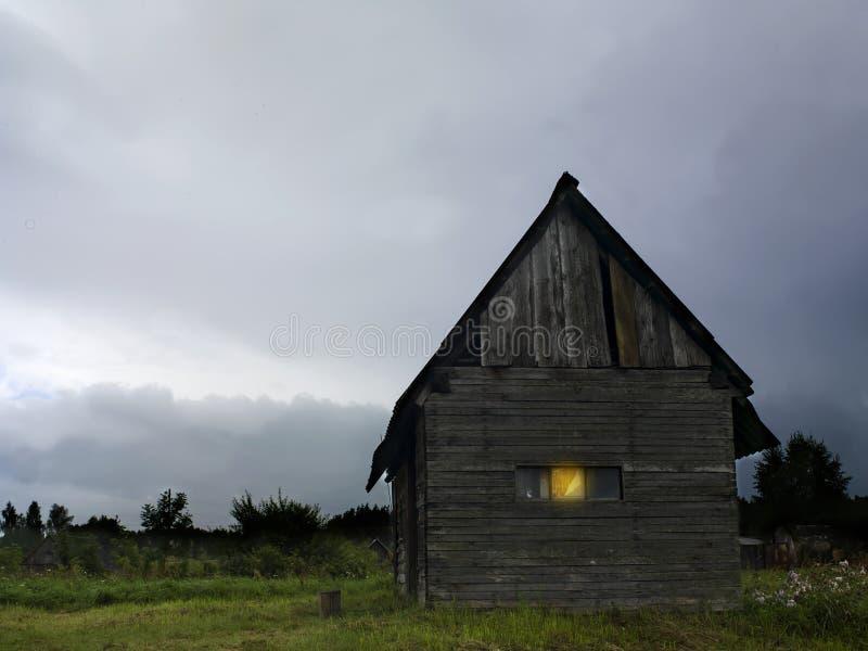 Tända i fönster arkivbild