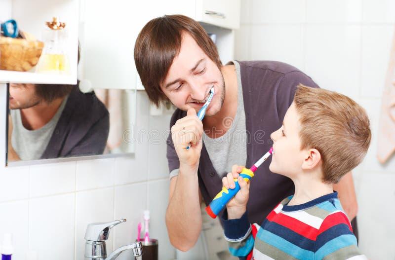 tänder för borstafaderson arkivfoton
