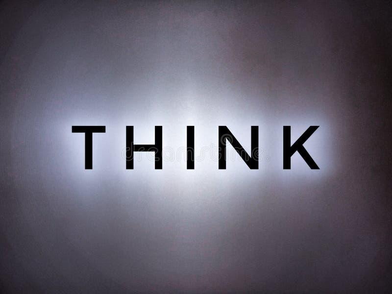 Tänk ordet i ljus ljus bakgrund arkivbild