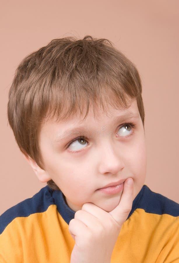tänka för pojke fotografering för bildbyråer