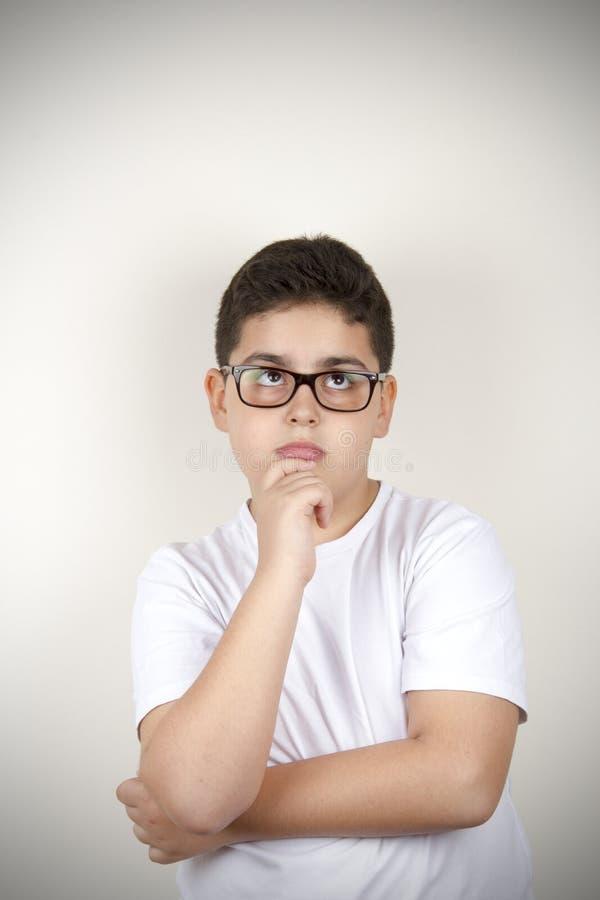 tänka för pojke arkivfoto