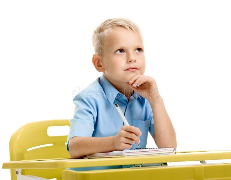 tänka för skrivbordschoolboy royaltyfria bilder