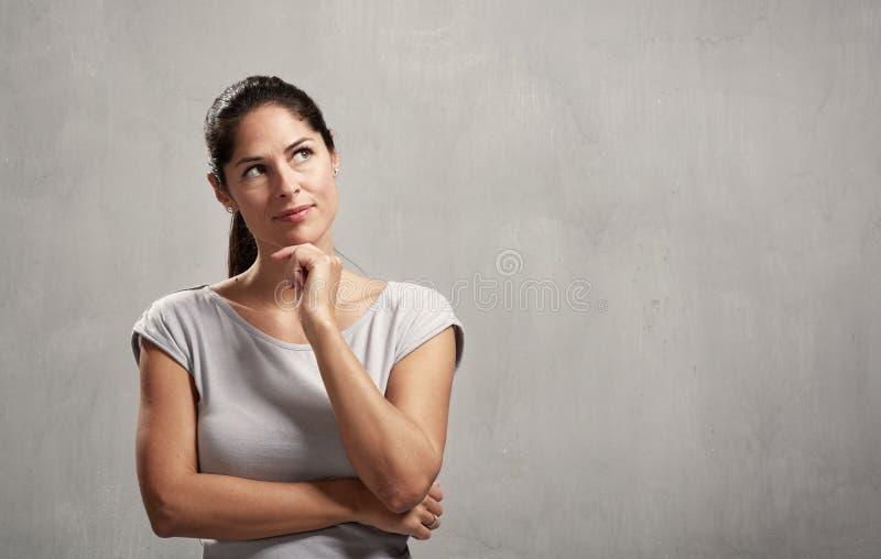 tänkande kvinna royaltyfri fotografi