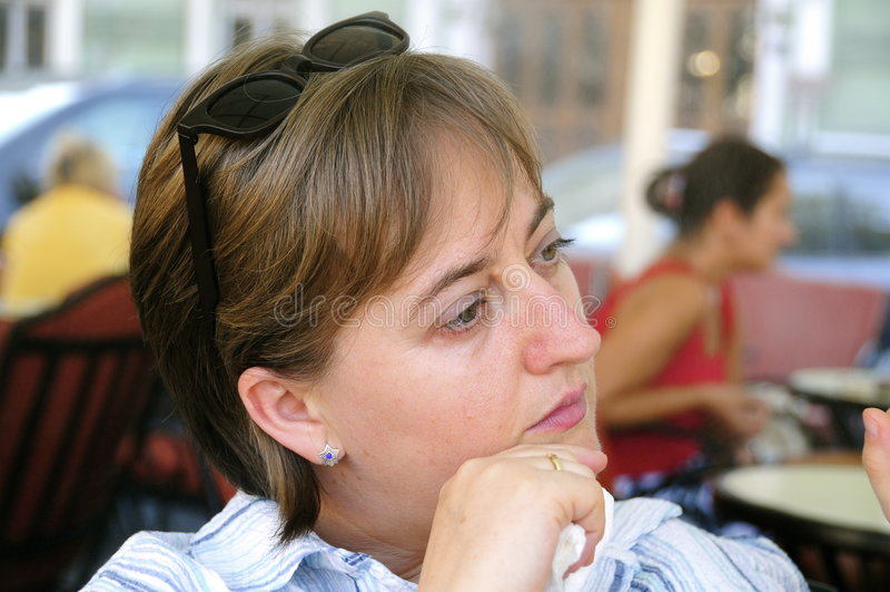 tänkande kvinnor fotografering för bildbyråer