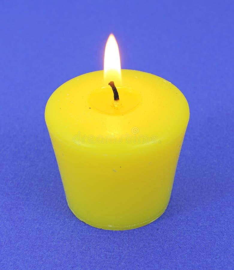 tänt enkelt för stearinljus citronellolja fotografering för bildbyråer