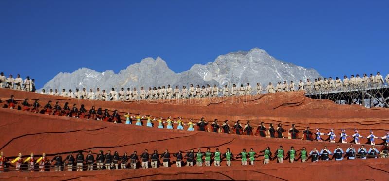 Tänzer am Eindruck, Lijiang lizenzfreies stockbild