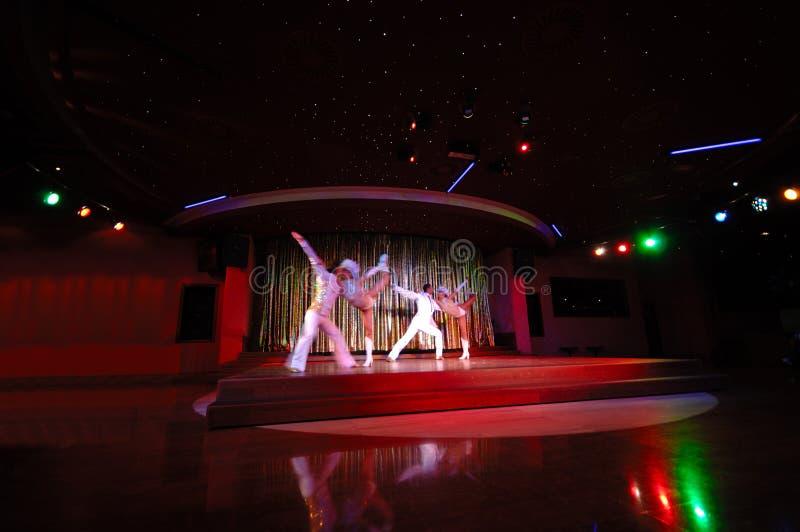 Tänzer in einem Nachtklub stockfotos