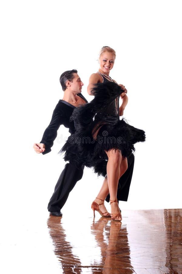 Tänzer im Ballsaal stockbild