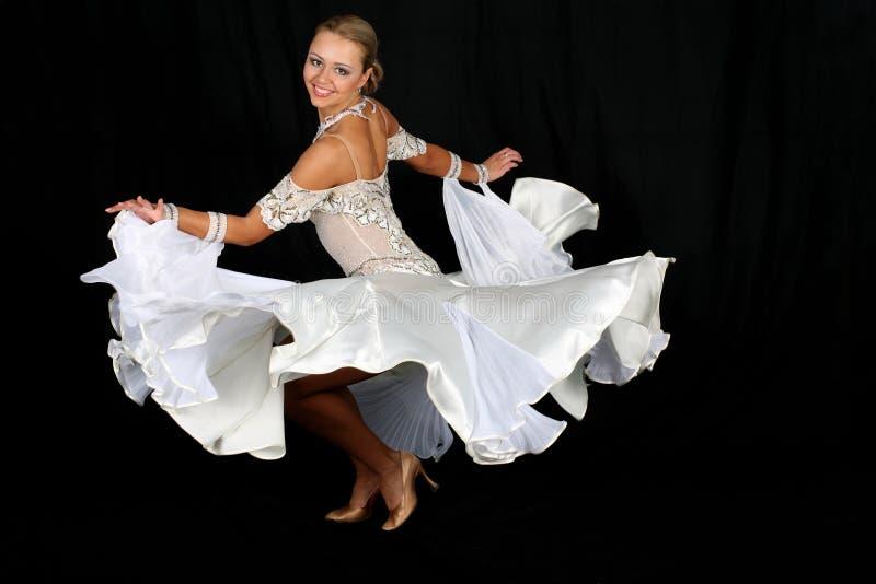 Tänzer im blau-weißen Kleid stockfoto