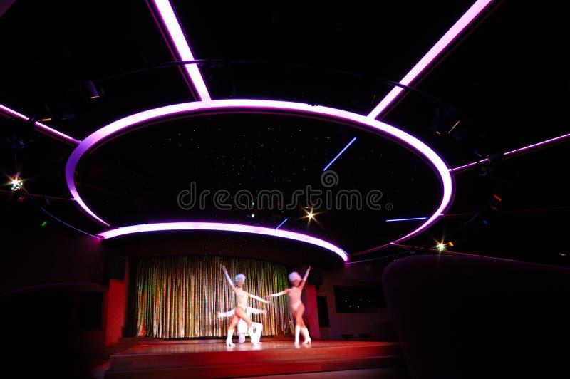Tänzer im Nachtklub lizenzfreie stockfotos