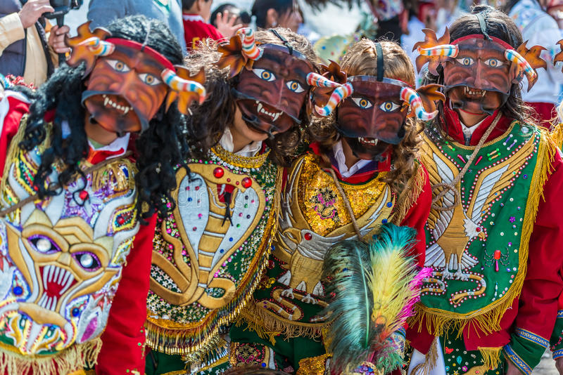 Tänzer an Parade peruanische Anden Pisac Peru Virgen Del Carmen lizenzfreies stockbild