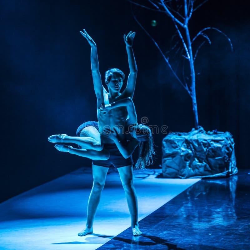Tänzer von Caro Dance Theatre führen am Stadium durch lizenzfreie stockbilder