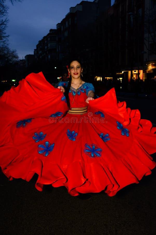 Tänzer von der großartigen Karnevalsparade 2016 in Madrid, Spanien lizenzfreies stockbild