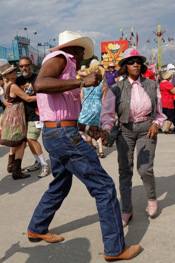 Tänzer während des Panzerkrebs-Festivals stockfoto