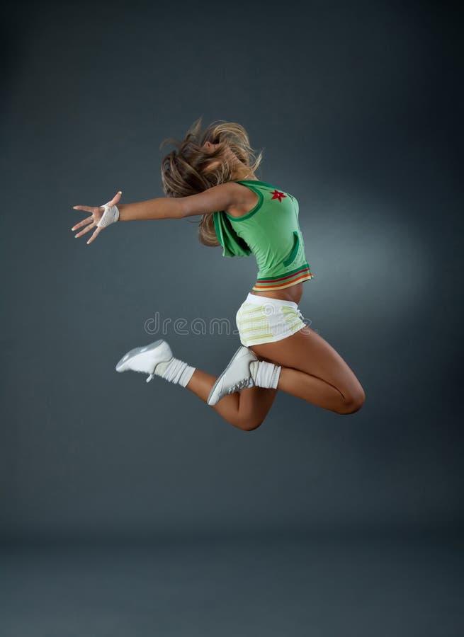 Tänzerspringen des modernen Balletts stockbilder