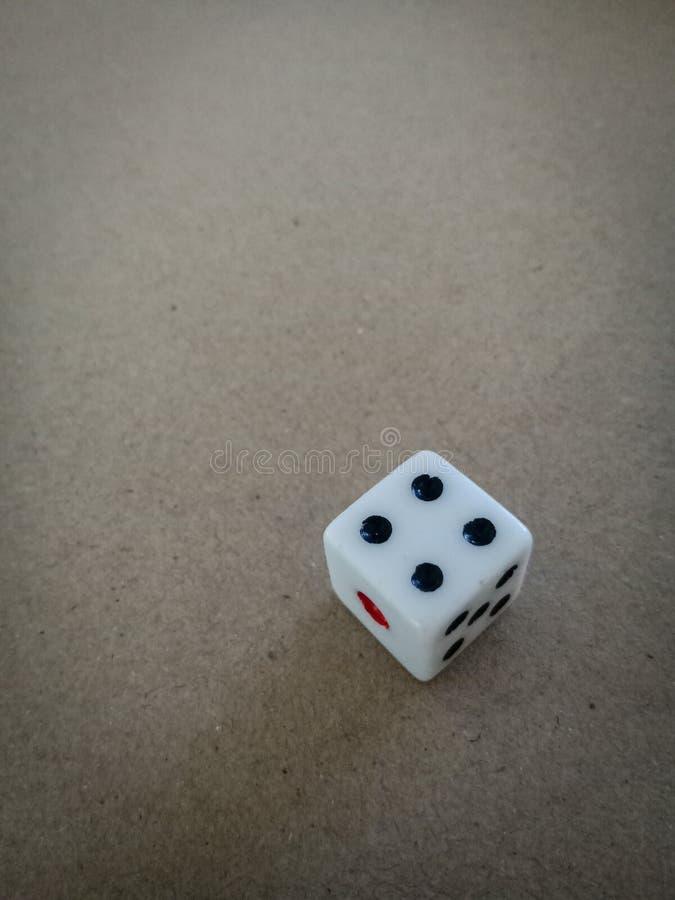 Tärningen numrerar 4 för förutsägelse fotografering för bildbyråer