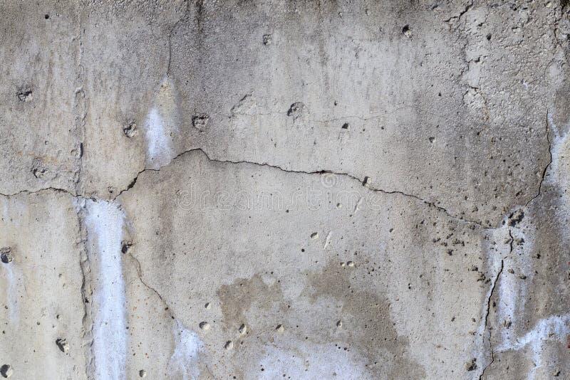 tät betong som skjutas upp väggen det finns en spricka i den textur överträdd konstruktionsteknologi arkivbilder