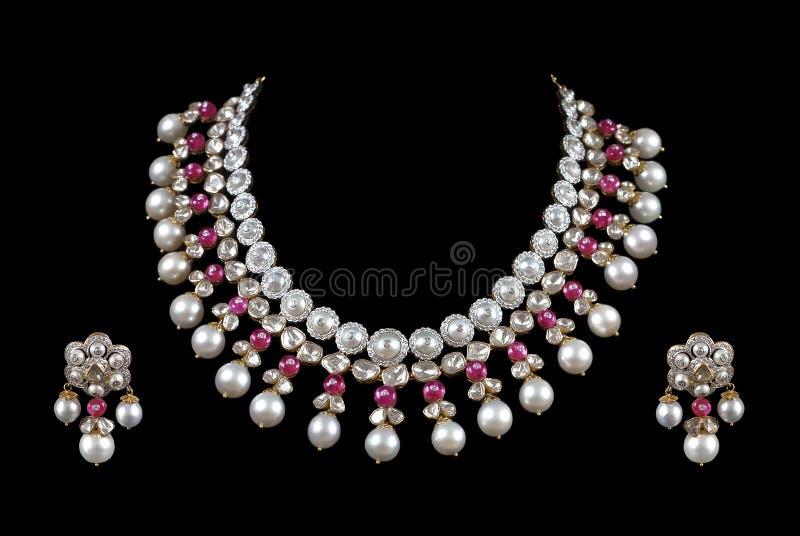 tät cirkel för diamantörahalsband upp royaltyfri foto