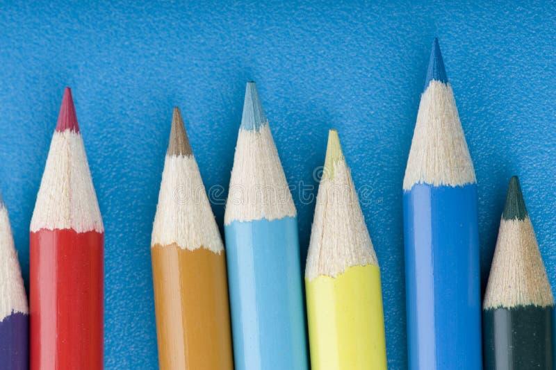 tät crayon för blue upp arkivbild