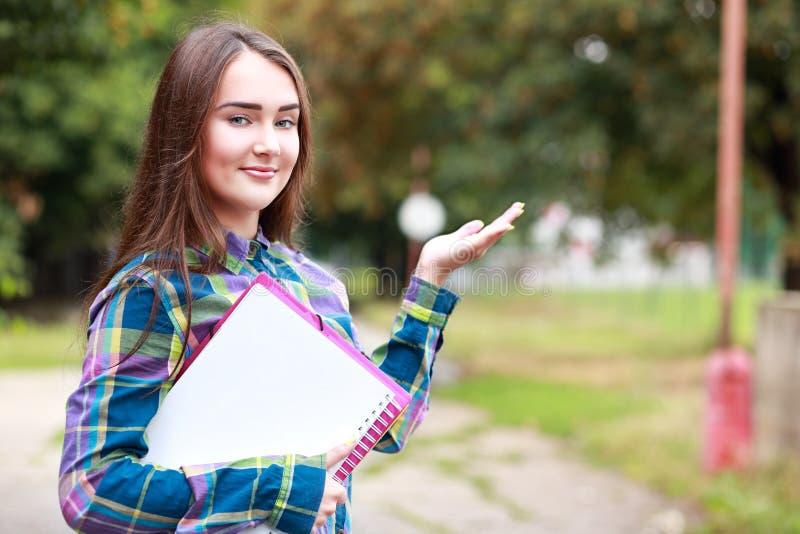 tät flicka skjuten deltagare upp arkivbilder