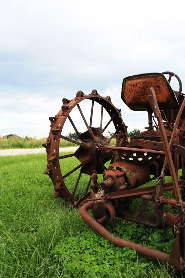 tät gammal traktor upp arkivbilder