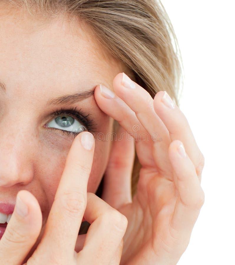 tät kvinna för uppställning för kontaktlins royaltyfri foto