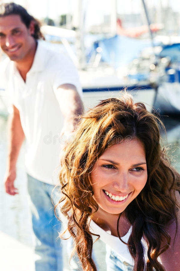 tät kvinnlig som ler upp yachten royaltyfri fotografi