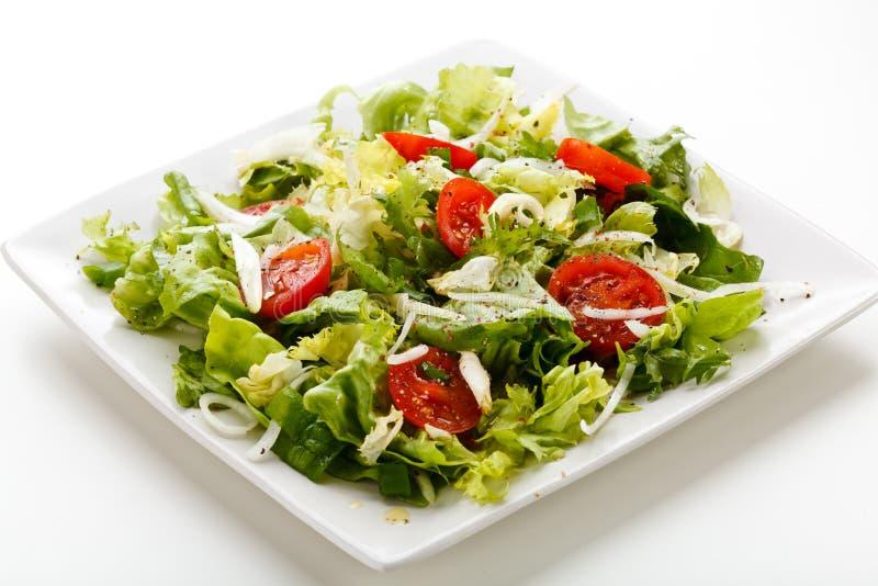 tät sallad som skjutas upp grönsaken arkivbild