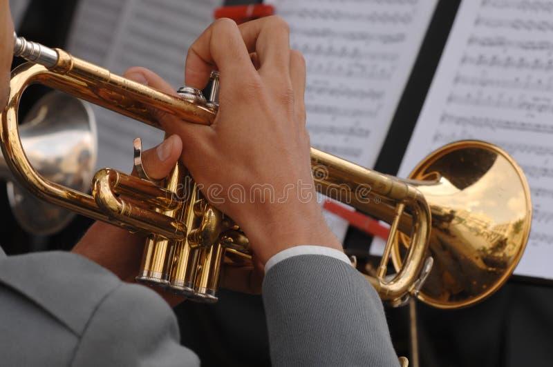 tät trumpet upp royaltyfri foto
