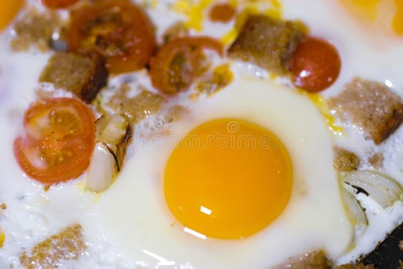 täta ägg som stekas upp fotografering för bildbyråer