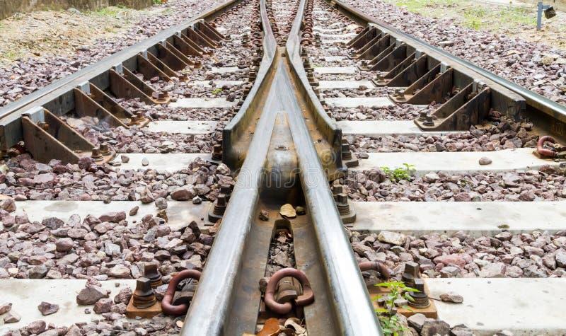 täta daglinjer järnväg spåriner upp två arkivbild