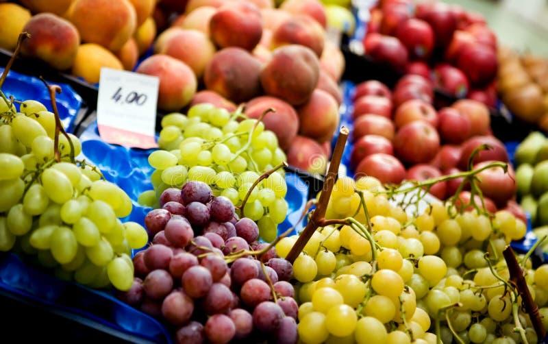 täta nya frukter för bakgrund upp arkivfoto