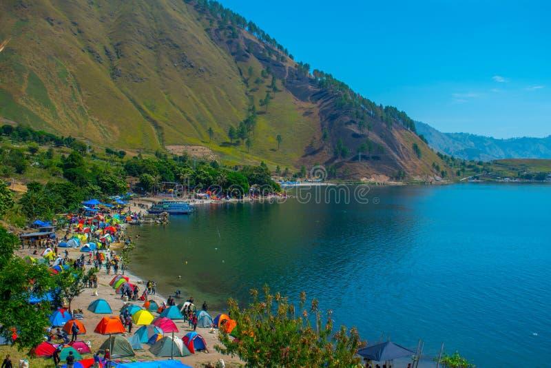 Tätigkeiten 1000 Zelte am Rand von See Toba lizenzfreies stockfoto