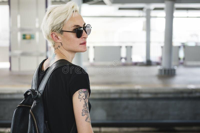 Tätowierungs-Frauen-Art-Zauber-alternatives Lebensstil-Konzept lizenzfreies stockbild
