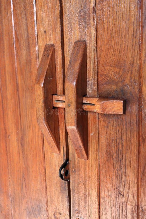 tätt dörrhandtag som skjutas upp royaltyfri bild